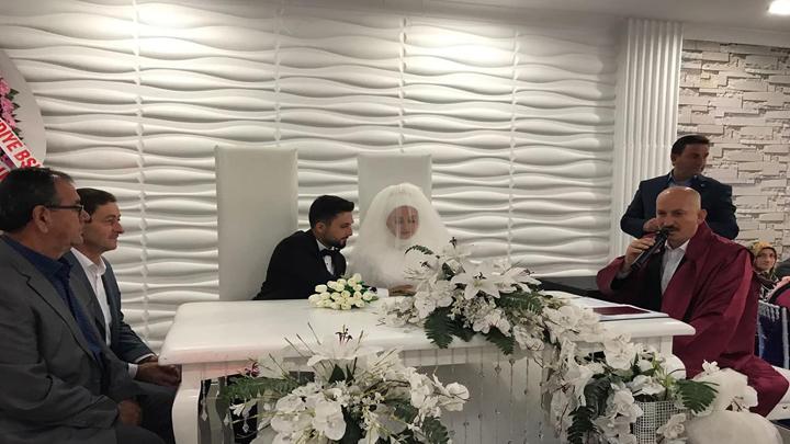 Fatmanur İzmirli ile Enes Bayraktar çiftinin nikah akdini gerçekleştirdik