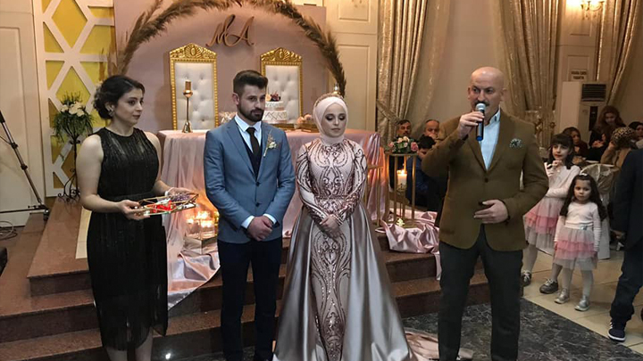 Aynur Can ve Muhammet Kazancı'nın nişan merasimine katılarak çiftin yüzüklerini taktık.