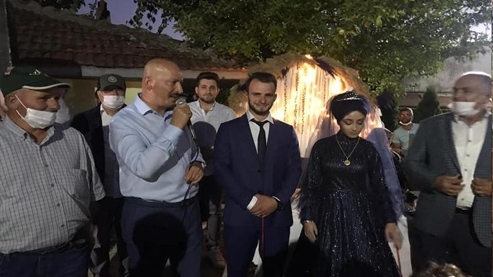 Erhan Demir ile Seçil Karamurt'un nişan yüzüklerini taktık
