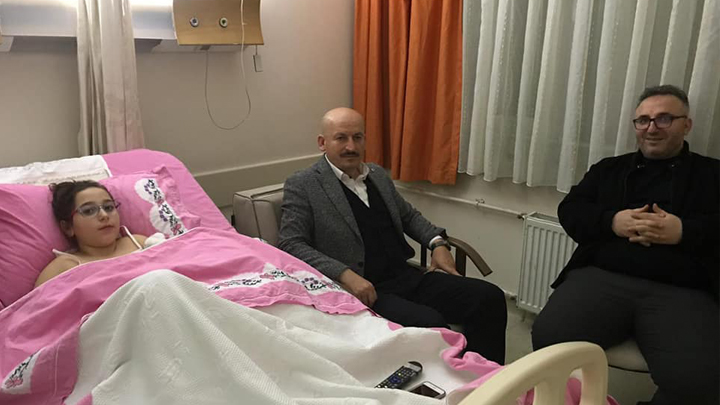 Ameliyat olan kızı Zülal Emine'ye hastanede geçmiş olsun ziyaretinde bulunduk