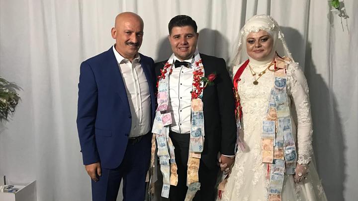 AK Parti Cumayeri Gençlik Kolları Başkanı Ahmet Sezgin ile Hilal Yel'in düğün merasimine katıldık