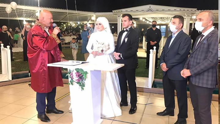 Büşra Günoğlu ile Semih Sönmezoğlu'nun nikah akdini gerçekleştirdik
