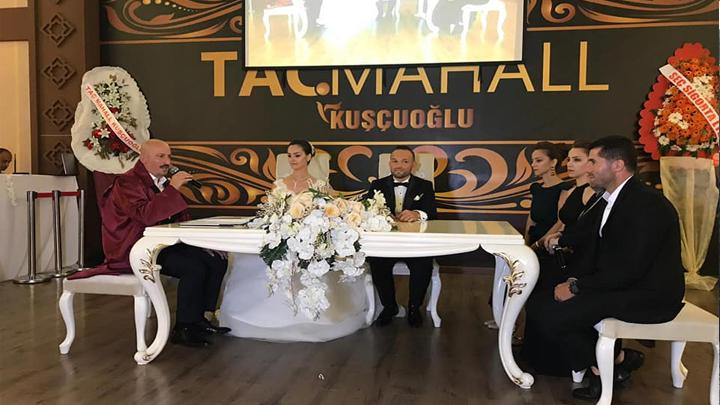 Özge Koç ile Ertan Dudak'ın düğün merasimine katılarak çiftin nikah akdini gerçekleştirdik.